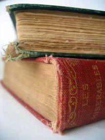 512px-Old_book_-_Les_Miserables