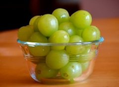 Grapes_in_a_bowl